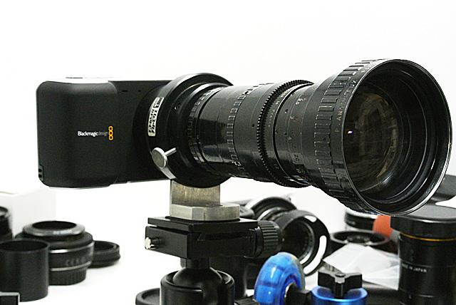 写真1 Arriflex Angenieux 10×12とBMPCCを組み合わせたところ