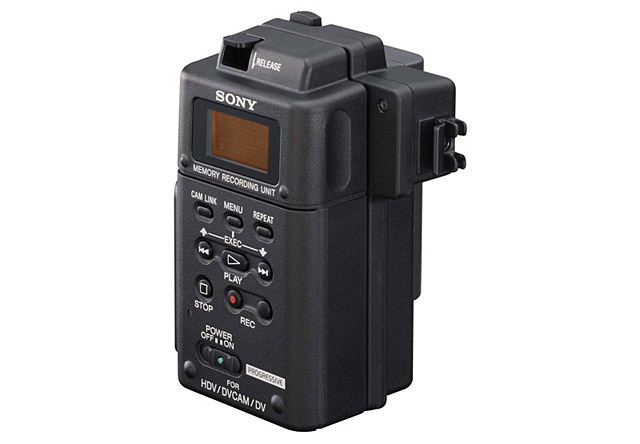 写真1 ソニーHVR-MRC1K。2011年、HDVカメラの付属品として登場したCFカードを使う外付けユニットが、単品として発売されたもの。HDVカメラとはIEEE1394ケーブルで接続し、カメラのトリガーに合わせて録画のON/OFFを自動で行う機能も有する