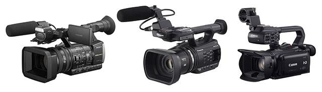 写真2 ビデオカメラメーカーから発売されている、家庭用AVCHDフォーマットを利用した業務用のビデオカメラ。左からソニーHXR-NX3、パナソニックAG-AC90A、キヤノンXA25。一般的な家庭用ビデオカメラとの相違は、マニュアル機能が充実しているほか、XLR端子の外付けマイクの接続、タイムコード初期値の任意設定、HD-SDI信号の出力など、撮影業務に必要な機能が搭載されている点にある