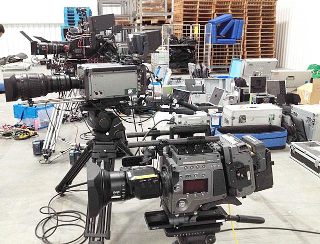 今回の中継で使用された主なカメラ。手前からF65、SHV-8000、FT-ONE