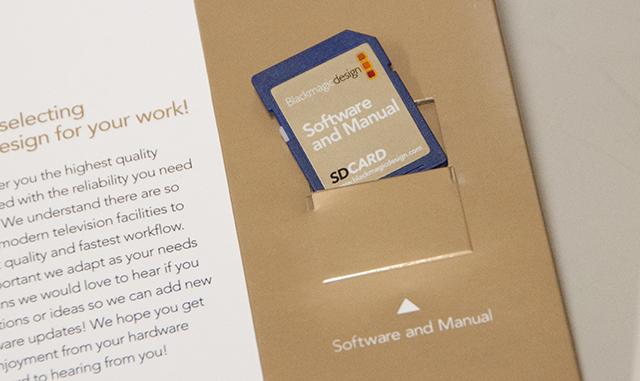 写真3 ドライバーソフトウェアはSDメモリーカードで供給される。こんなところがBlackmagic Designらしい