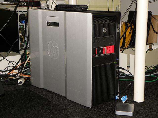 4K編集システムの筐体にはスクリューレス構造が特長のHP Z820を採用