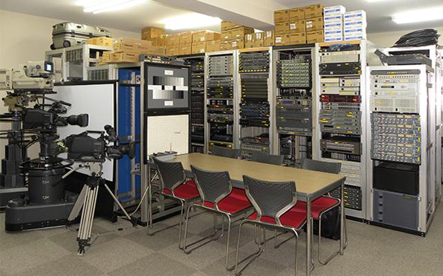 トラストでは、他の中古販売店では扱われていないようなシステム機器が取り揃っているのも魅力