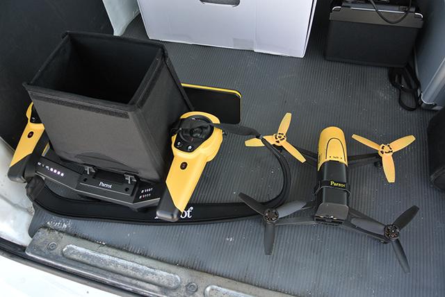 さっそくSkycontroller付きのデモ機をお借りして、新島でサバイバルゲームの空撮にチャレンジしてきました。SkycontrollerとBebop Droneのセット価格は¥13万900(税別)