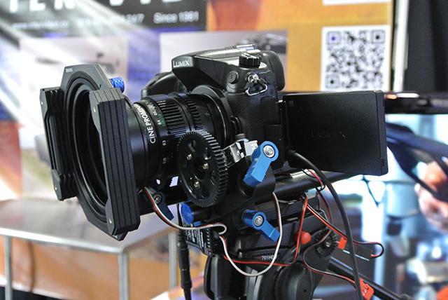 MUKカメラサービス横浜関内で試作したワイヤレスコントロールシステムとの組み合わせでもデモンストレーション