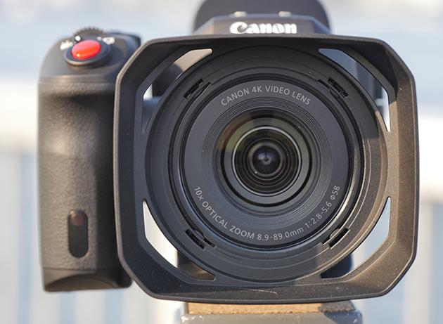 写真9 8.9-89mm(27.3-273mm相当)の光学10倍ズームレンズを装備。全ズーム域で4K画質に対応する