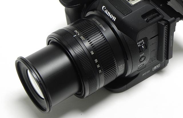 写真10 レンズのズームリングには、24〜240の数字が並ぶ