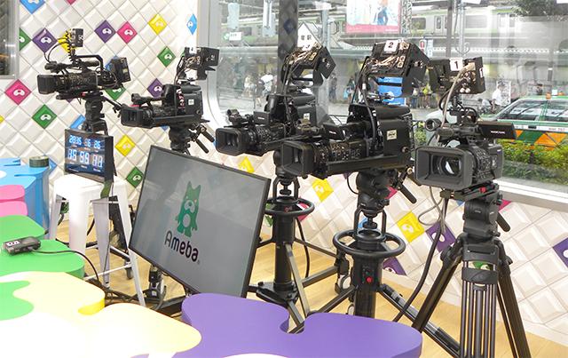 カメラの品質はもちろん、公開スタジオとしての見た目も考慮してソニーPXW-X160をチョイス。PROTECHのスタジオアダプターも利用している(Aスタジオ)