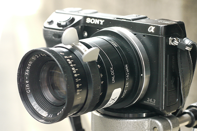 写真6 Cine-Xenon 50mmを装着したNEX-7