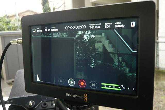 写真5 Blackmagic Video Assist。1920×1080/60pまでのあらゆるHDフォーマットに対応。画面のキャラクターはスワイプで消すこともできる