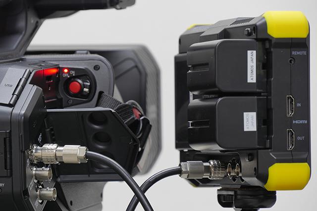 写真9 AG-DVX200とSHOGUN FLAMEをSDIで接続する。AG-DVX200はSDIでの4K出力が非対応