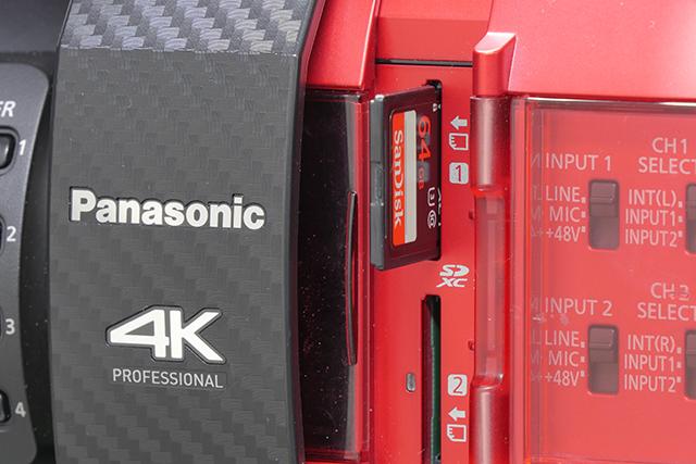 写真11 AG-DVX200は側面にSDメモリーカードを2枚挿入できるが、ここで撮影できるのは8ビットのみ
