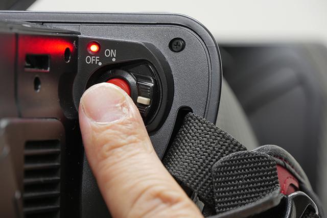 写真17 AG-DVX200のRECボタンで、SDメモリーカードとSHOGUNの両方で、同時に記録することができる