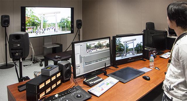 写真14 名古屋テレビ局内に新設された4K編集室。編集ソフトウェアはAvid Media Composer + Symphonyオプション、グレーディングアプリにBlackmagic Design DaVinci Resolve Studioを導入。この編集室は4KコンテンツおよびHDコンテンツのフィニッシングが可能。名古屋テレビの編集室スタイルは、今後地方局が4K編集室を構築する際の標準スタイルになるだろう