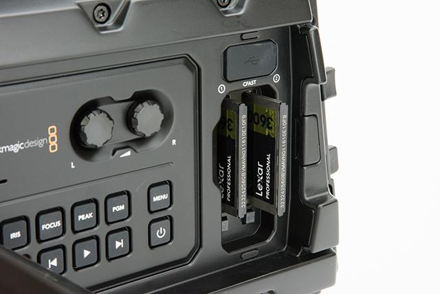 写真12 使用したLexar製のCFast2.0カード。スロットに合わせて256Gバイトを2枚購入
