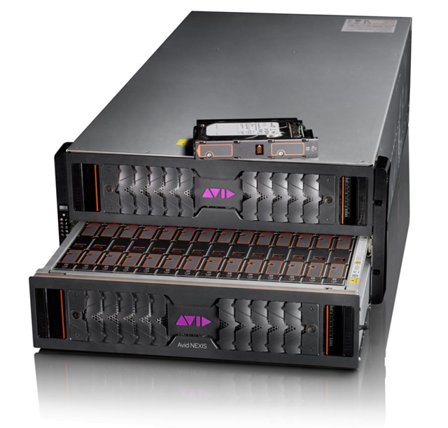 NEXIS|E5は1筐体に8Media Packを収納することが可能。運用にはオプションハードウェアのSystems Director Applianceが必須となる