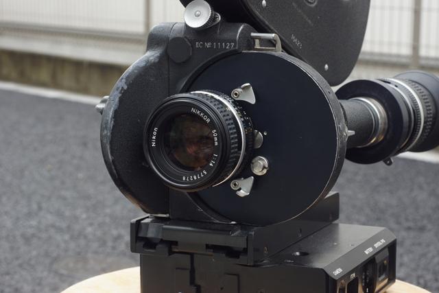写真1 ニコンマウントに換装したアリフレックス35 II C、水中撮影仕様のためCE社製のフラットモーターを装着し、ニッコール50mm F1.4をファインダールーペに使用